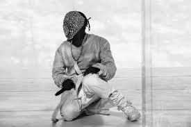 Kanye-West-in-mask-at-concert