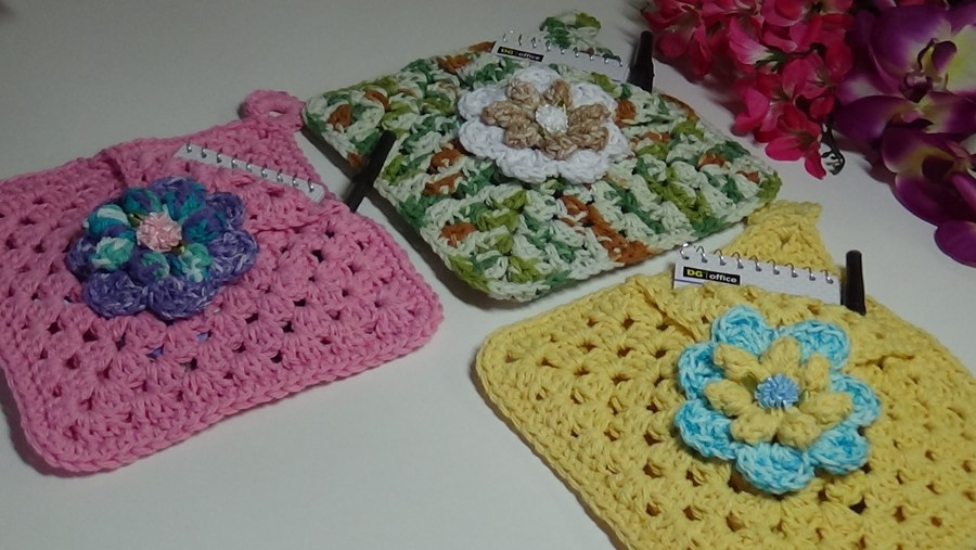 # 530 Granny Square Notepad holder