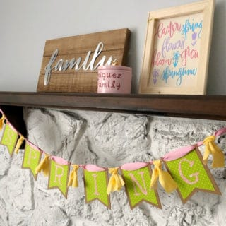 Spring Banner and Reverse Iron-on Cricut EasyPress2 | www.housewivesofriverton.com