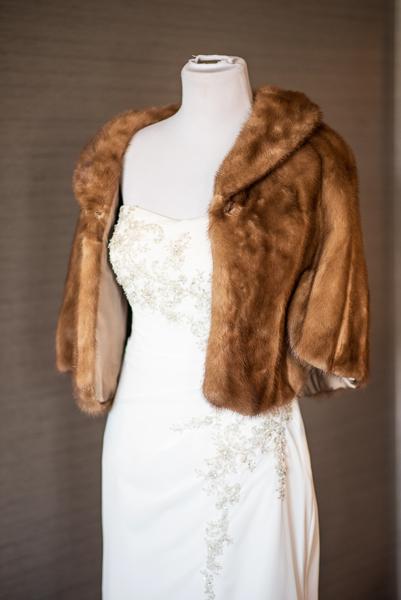 Brown fur shawl for bride in Hilton Christiana suite