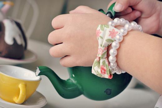 DIY-tutorial-pearls-and-bow-bracelet