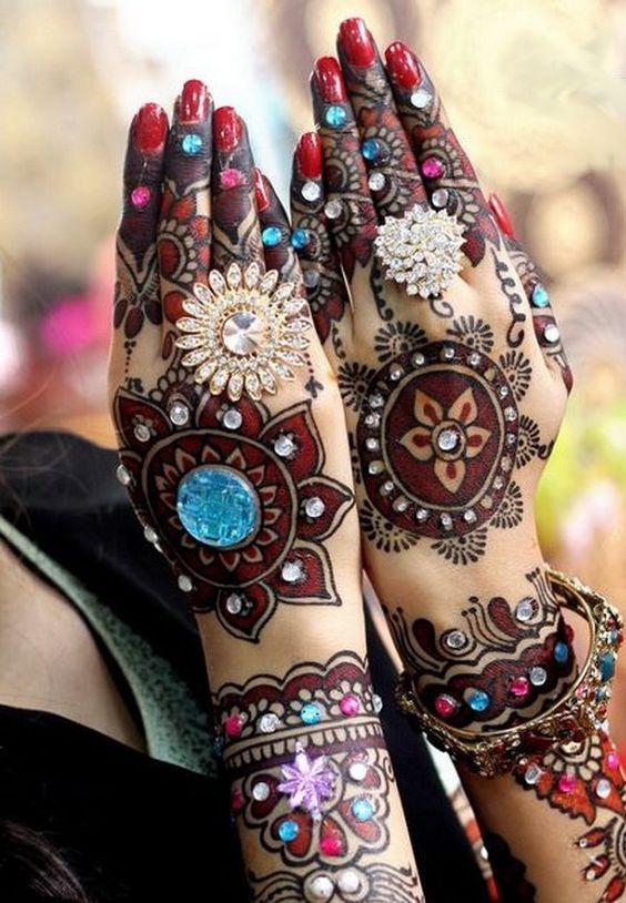 bold indian bridal mehndi