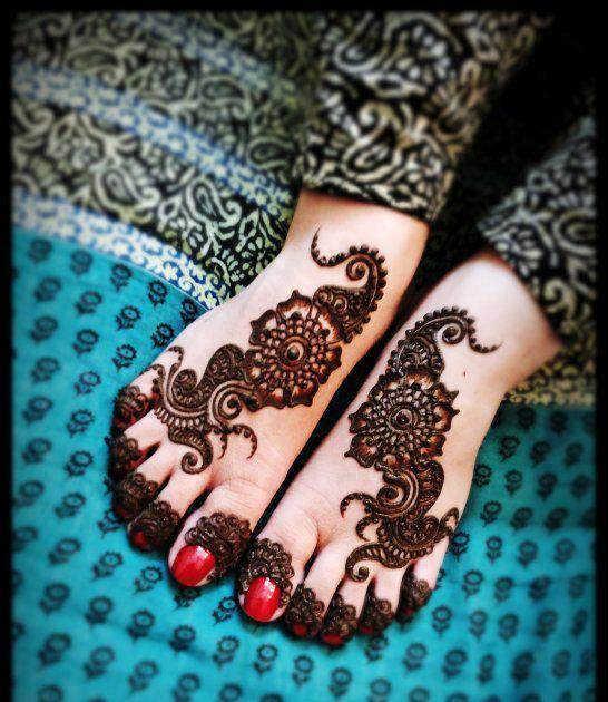 detailed mehndi design for feet