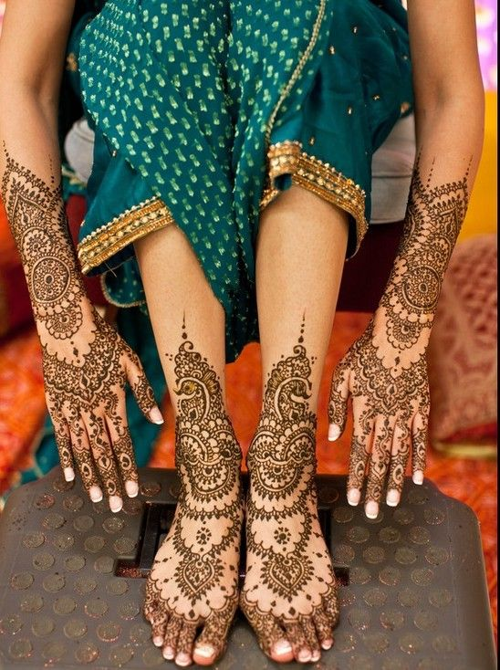 elegant arabic style henna design