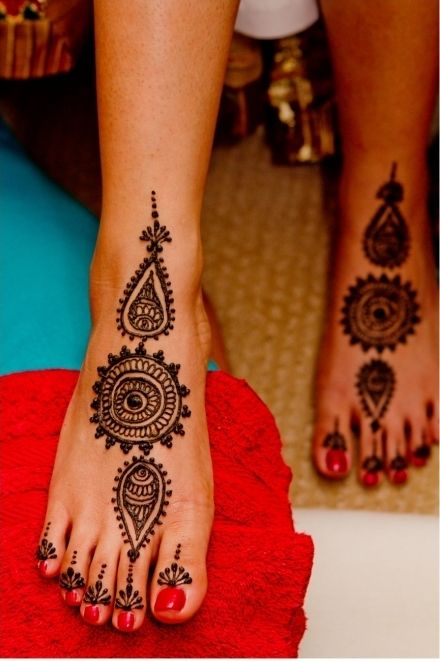 simple tikki style mehndi design for eid