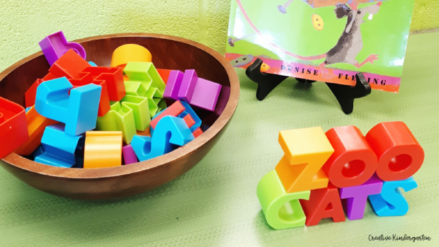 Ideas for materials to use in an effective play-based learning classroom. Kindergarten students will love these manipulatives that they can use for literacy learning.