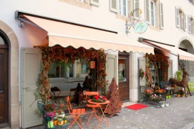 Vertige flower shop and café brings a bright touch to the Grand-Rue.