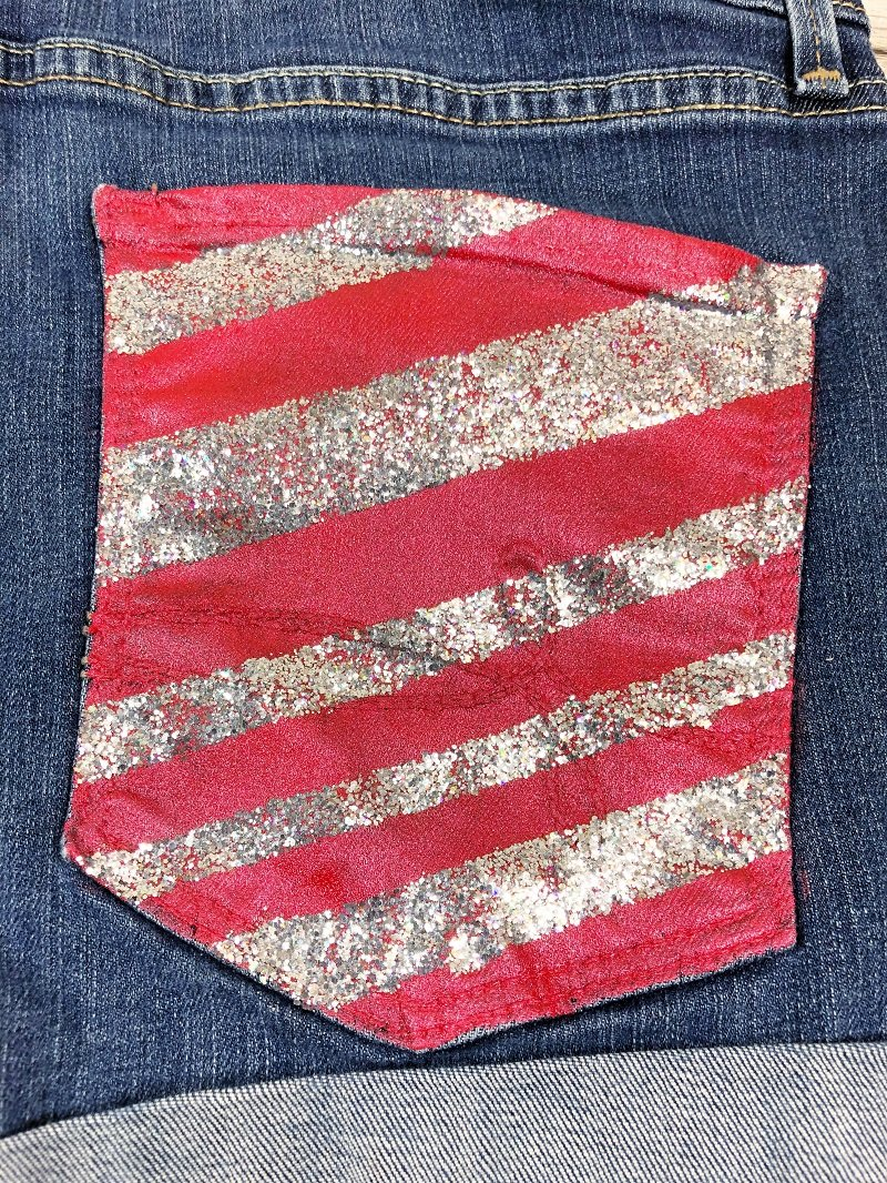 Create DIY American Flag Shorts in three easy steps with Creatively Beth! #americanflag #recycled #clothing #painted #decoart