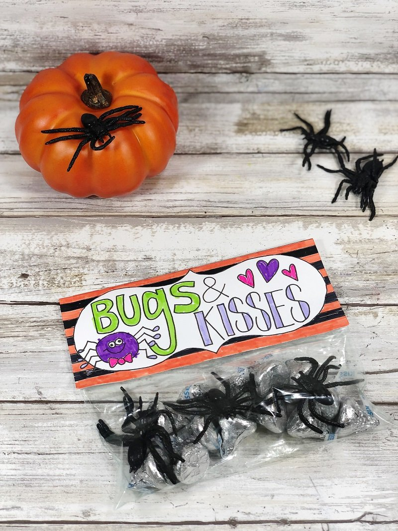Create a bugs and kisses treat topper with free printable from Creatively Beth #freeprintable #halloween