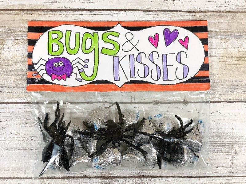 Check out those Bugs and Kisses from Creatively Beth #freeprintable #halloween