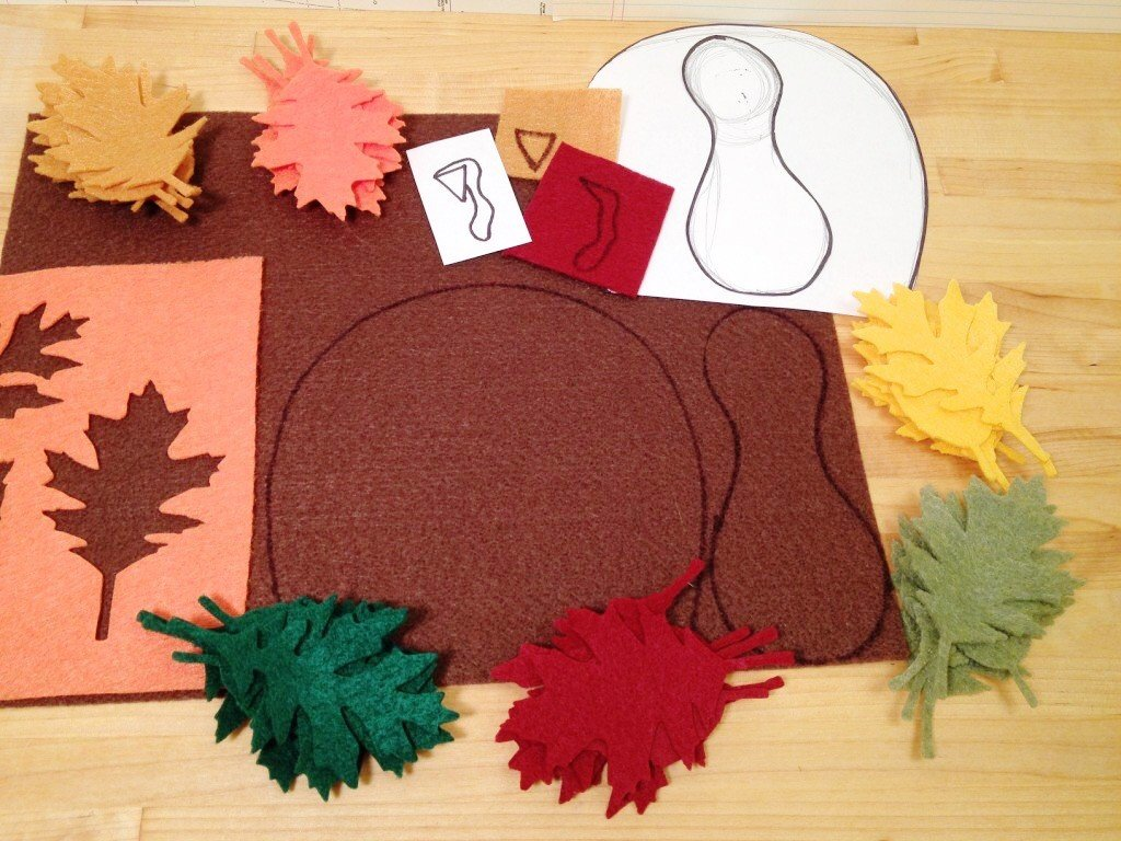 Creatively Beth cut out felt to create Thanksgiving Turkeys #creativelybeth #thanksgivingcrafts #turkeycrafts #kidscrafts #feltcrafts