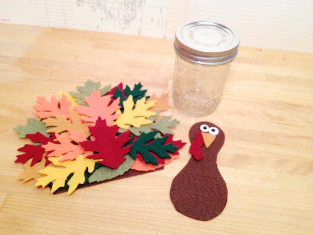 Creatively Beth attach die cut leaves to create Turkey tail #creativelybeth #thanksgivingcrafts #turkeycrafts #kidscrafts #feltcrafts