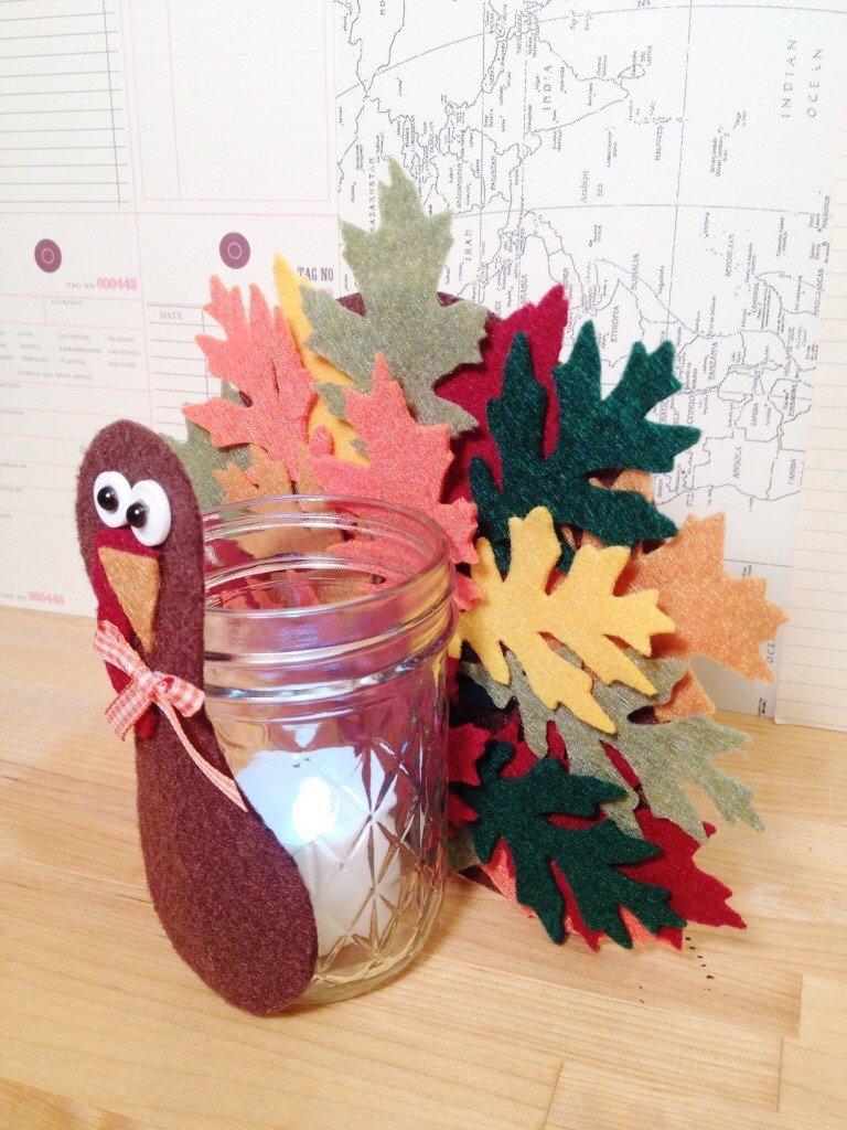 Creatively Beth Thanksgiving Turkey Felt Votive A DIY Kids Craft #creativelybeth #thanksgivingcrafts #turkeycrafts #kidscrafts #feltcrafts