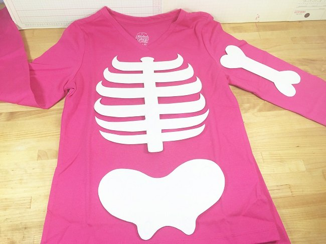 Layout skeleton patterns on long sleeve shirt