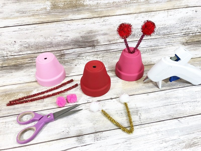 Add pom pom antennae Clay Pot Love Bugs Craft Creatively Beth #creativelybeth #dollartreecrafts #kidscrafts #claypotcrafts #valentinesdaycrafts