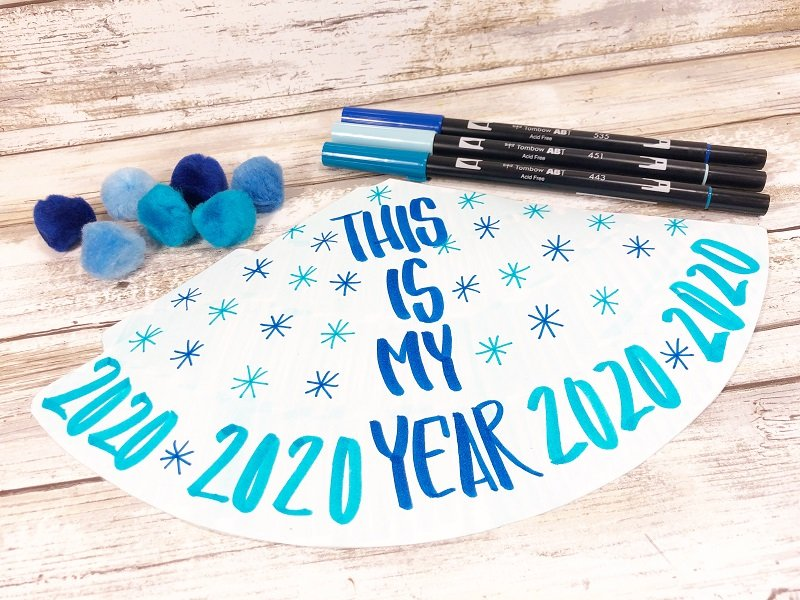 DIY Party Hats for New Years Eve - Creatively Beth #creativelybeth #handlettered #newyearseve #freeprintable