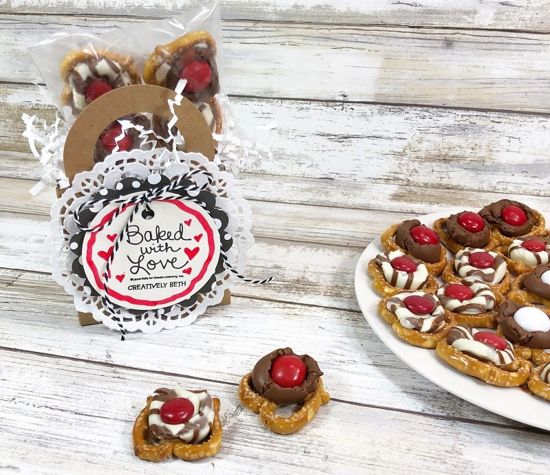 Create No Bake Valentine Treats with Creatively Beth #creativelybeth #laurakellydesigns #valentinetreats #hersheykisses #hersheyhugs