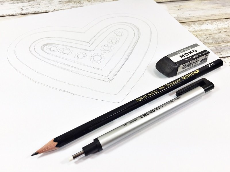 Sketch out a heart design Creatively Beth #free #printable #handlettered #tombowdualbrushpens #heart #drawing