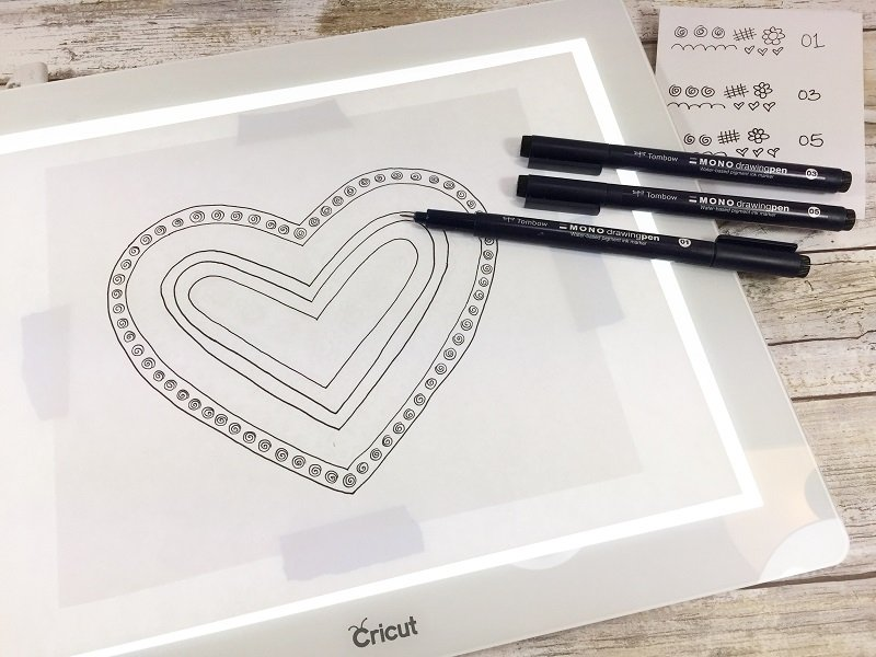 Place sketch on bright pad and ink in design Creatively Beth #free #printable #handlettered #tombowdualbrushpens #heart #drawing