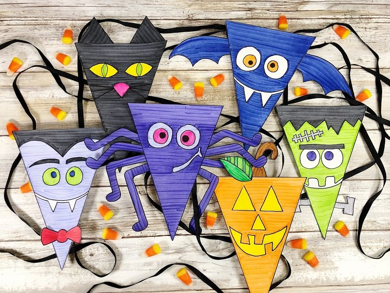 Free hand-drawn Halloween Banner to print and color Creatively Beth #creativelybeth #halloween #banner #freeprintable #coloring #handdrawn