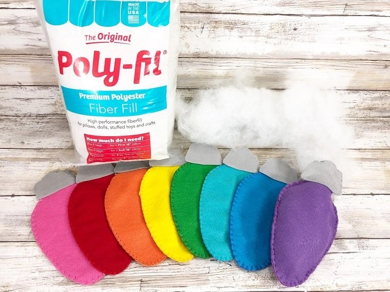 Stuff Christmas Lights Felt Garland stuffed with Poly-Fil from Fairfield World by Creatively Beth #creativelybeth #fairfieldworld #polyfil #kuninfelt #christmaslights #feltgarland