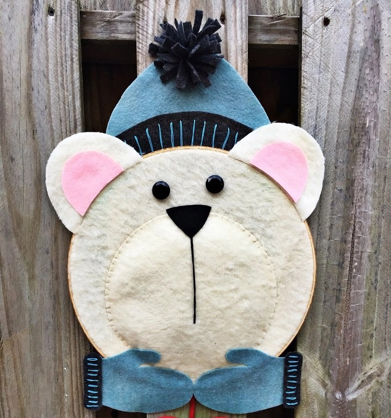 Polar Bear Hoop Wreath for a Cozy Winter Welcome by Creatively Beth #creativelybeth #feltcraft #embroideryhoopwreath #winterwreath