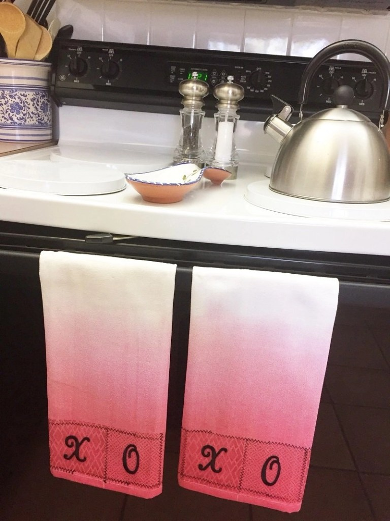 Hugs and Kisses Kitchen Towels for Valentine's Day Creatively Beth #creativelybeth #valentinesday #crafts #hugsandkisses
