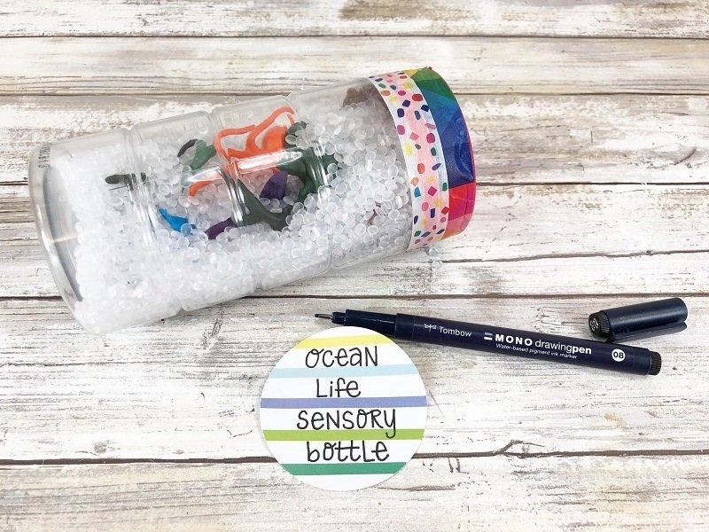 Create a tag for the top of the sensory bottle by Creatively Beth #creativelybeth #sensorybottle #freeprintable #wordsearch #doodles #madewithFFW