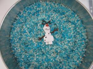 Anniversaire Reine des neiges: Olaf dans un océan de ... riz coloré!