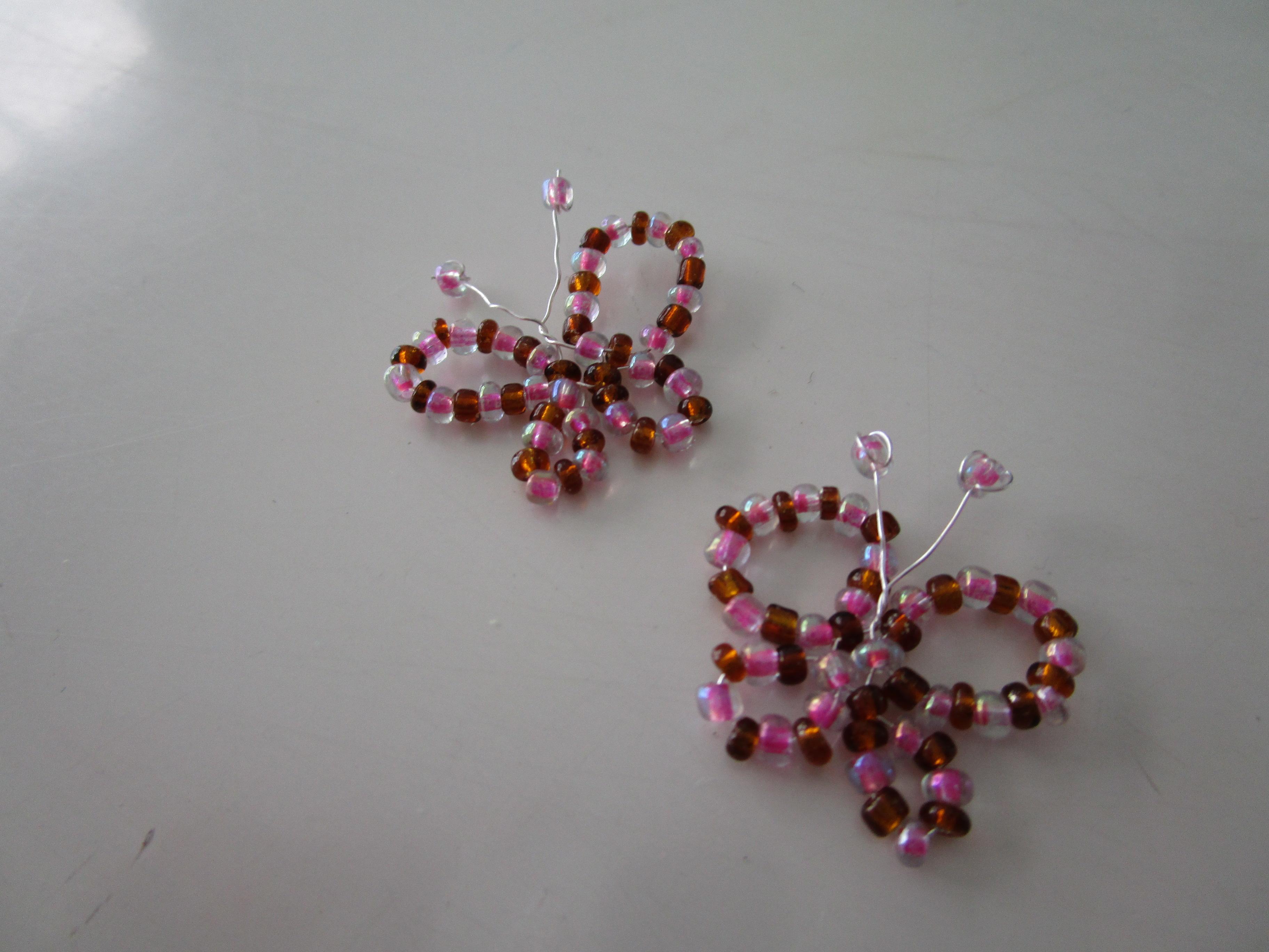 tuto boucles d 39 oreilles papillon en perles de rocaille. Black Bedroom Furniture Sets. Home Design Ideas