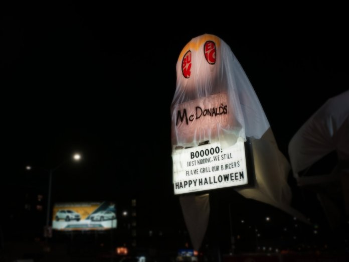 burger-king-clash-mcdonalds-halloween-2