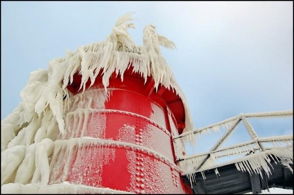 frozen-lighthouses-12[5]