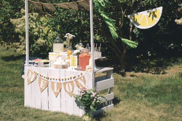 Lemonade stand DIY and party decor ideas