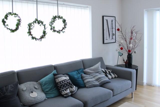 living room decor | Three hanging wreaths #happyholidays