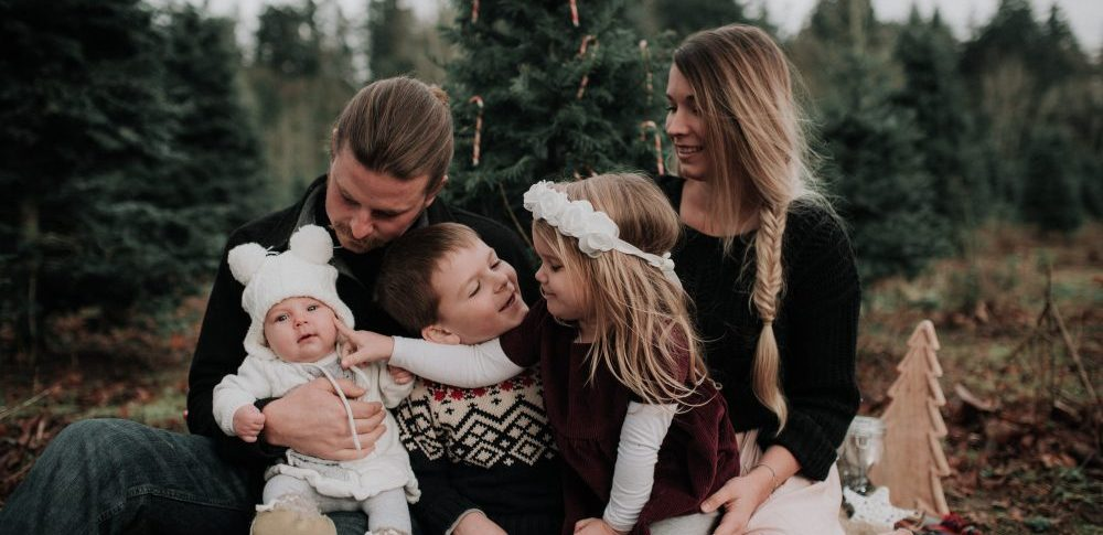 Christmas themed holiday Family Photos with kids