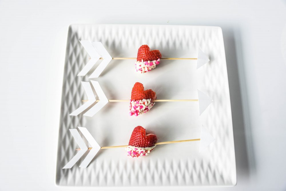 Recipe: Easy and Delicious Marshmallow and White Chocolate Sprinkle Strawberry Hearts | Valentine's Day Decor and Recipes