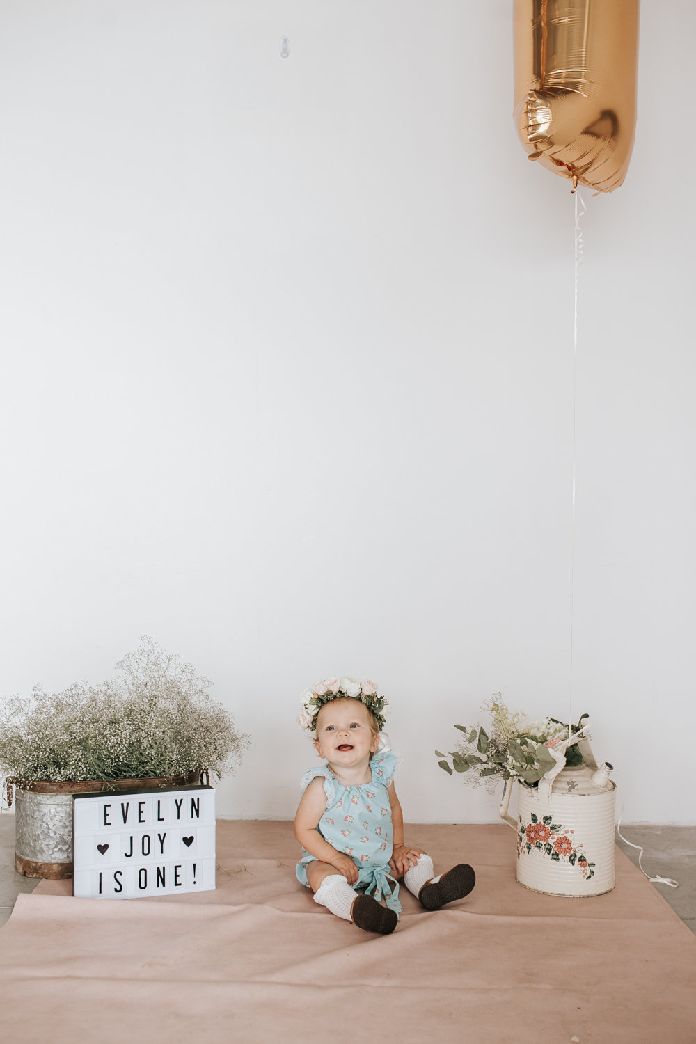 Floral Themed Birthday Party Ideas and Inspiration | DIY Party Decor, Cake Smash and Balloon Garland // Photos by Julie Christine Photography