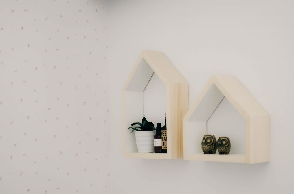 House Shelves & Floral Wallpaper | Minimalist Decor in Girls Shared Bedroom