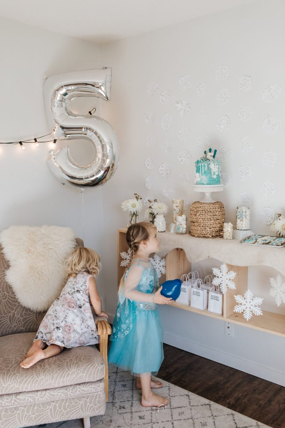 Frozen Themed Birthday Party Decorations and Ideas