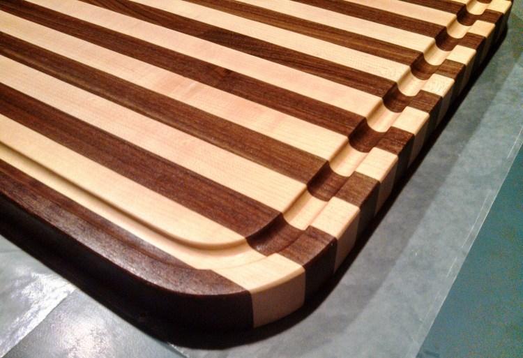 preston-cutting-board-radius-maple-walnut