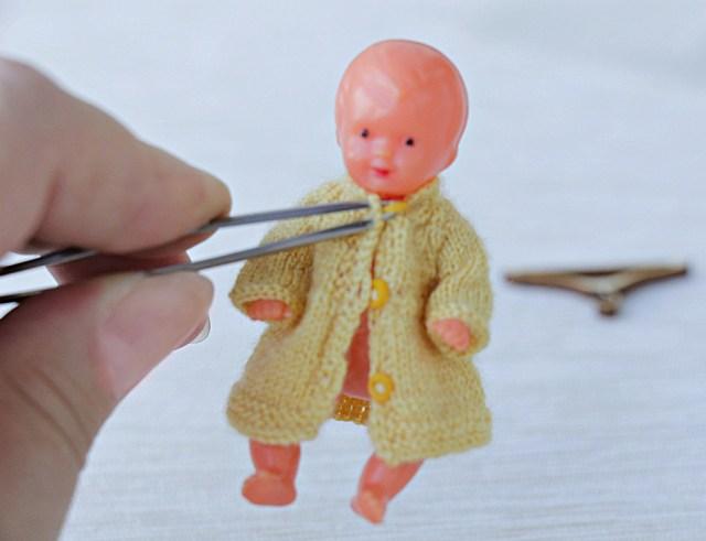 """<img src=""""how fasten miniature buttons"""" alt=""""miniature buttons"""">"""
