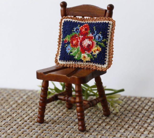 """<img src=""""creativhook.com"""" alt=""""Dollhouse miniature pillow"""" />"""