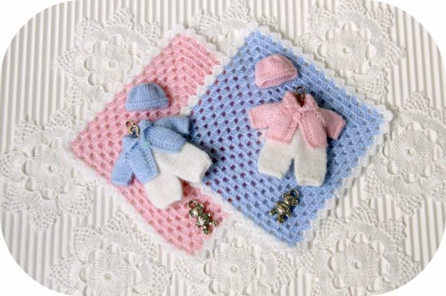 "<img src=""miniature knitted clothes"" alt=""2 inches dolls"" />"