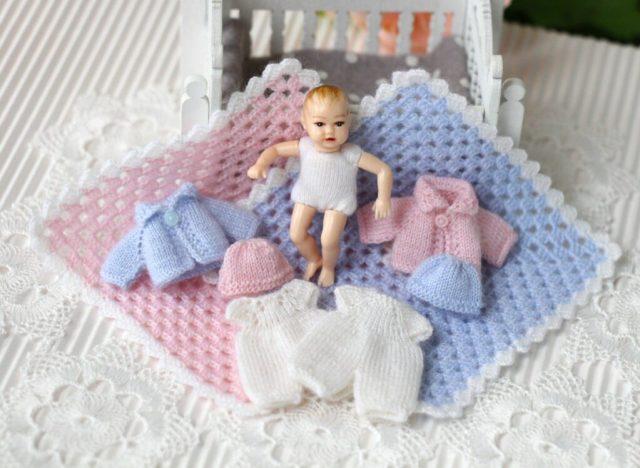 "<img src=""heidi ott baby clothes"" alt=""2 inches dolls"" />"