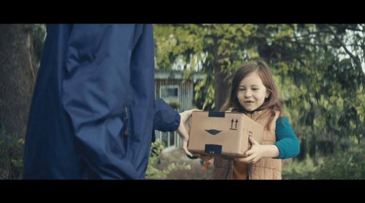el spot navideño de las cajas cantarinas de amazon y su sonrisa
