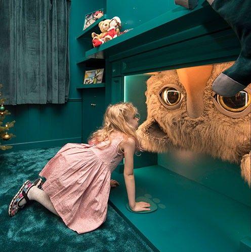 escaparate creatividad de navidad de john lewis el monstruo