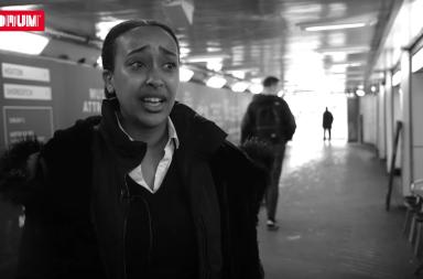 black mirror en el metro de londres