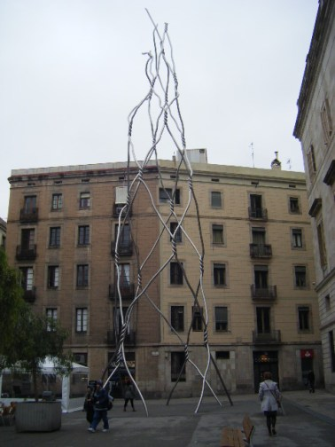 metal sculpture as high as the buildings