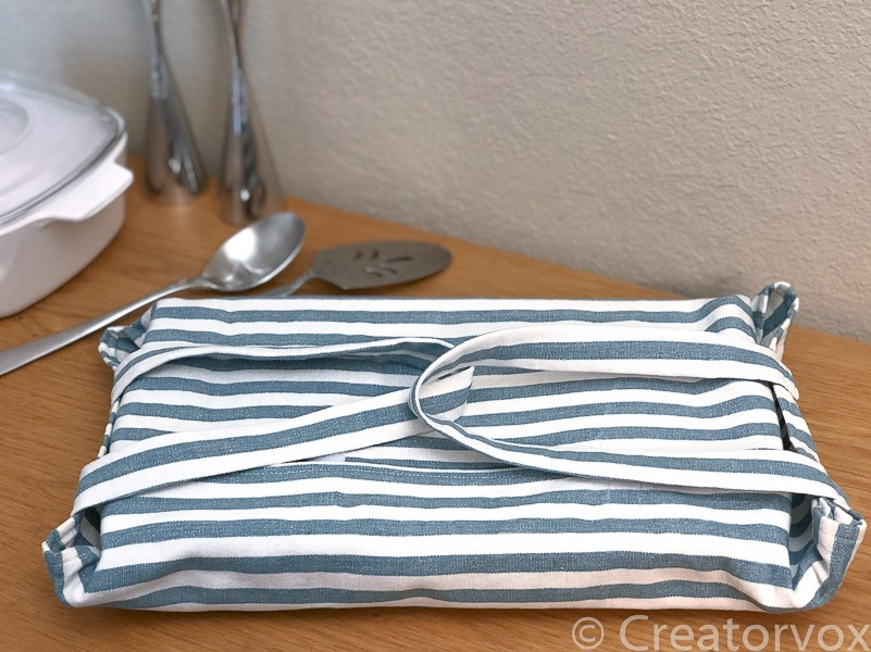 adjustable casserole dish carrier in striped canvas fi