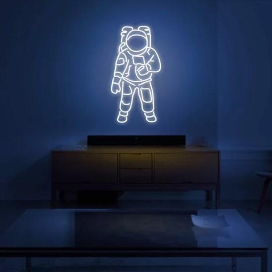 Neon astronauta